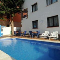 Отель Apartaments AR Caribe Испания, Льорет-де-Мар - отзывы, цены и фото номеров - забронировать отель Apartaments AR Caribe онлайн бассейн