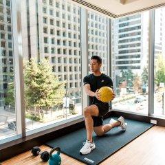 Отель Shangri-La Hotel Vancouver Канада, Ванкувер - отзывы, цены и фото номеров - забронировать отель Shangri-La Hotel Vancouver онлайн фитнесс-зал фото 3