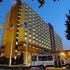 Отель Hilton Newark Airport США, Элизабет - отзывы, цены и фото номеров - забронировать отель Hilton Newark Airport онлайн спортивное сооружение