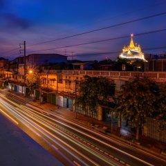 REST IS MORE Hostel Бангкок балкон