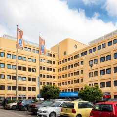 Отель a&o Amsterdam Zuidoost парковка