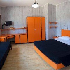 Отель Holiday Sun Lodge Appartamento Vacanze Джардини Наксос сейф в номере