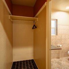 Отель Geneva Motel США, Инглвуд - отзывы, цены и фото номеров - забронировать отель Geneva Motel онлайн ванная