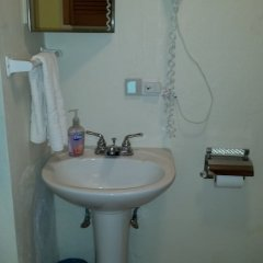 Bermuda Connections Guest House in Southampton, Bermuda from 187$, photos, reviews - zenhotels.com bathroom photo 2