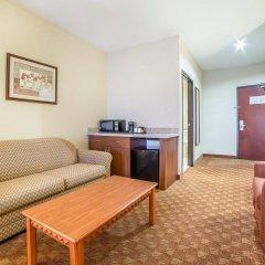 Отель Comfort Inn & Suites Las Vegas - Nellis США, Лас-Вегас - отзывы, цены и фото номеров - забронировать отель Comfort Inn & Suites Las Vegas - Nellis онлайн комната для гостей фото 3