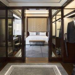 Отель The Peninsula Paris Франция, Париж - 1 отзыв об отеле, цены и фото номеров - забронировать отель The Peninsula Paris онлайн ванная фото 2