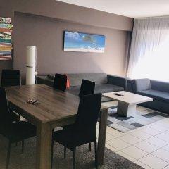 Апартаменты Renovated Apartment In Antwerp Антверпен гостиничный бар