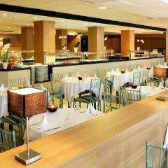 Отель Aparthotel Guitart Central Park Aqua Resort Испания, Льорет-де-Мар - отзывы, цены и фото номеров - забронировать отель Aparthotel Guitart Central Park Aqua Resort онлайн гостиничный бар