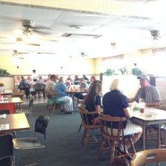 Отель Budget Host Platte Valley Inn гостиничный бар
