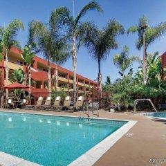 Отель La Quinta Inn & Suites San Diego SeaWorld/Zoo Area бассейн фото 3