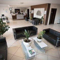Отель Splendid Sole Манерба-дель-Гарда интерьер отеля