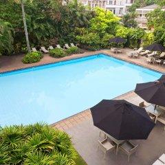 Отель Ramada Colombo бассейн
