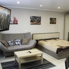 Апартаменты Dobrye Sutki Apartment on Krasnoarmeyska комната для гостей фото 5