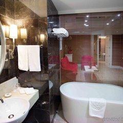 Отель Mercure Shanghai Yu Garden Китай, Шанхай - 1 отзыв об отеле, цены и фото номеров - забронировать отель Mercure Shanghai Yu Garden онлайн ванная фото 2