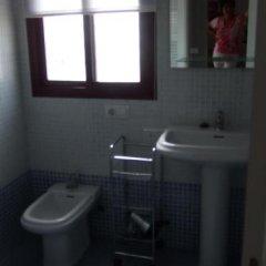 Отель Apartamentos Turísticos San Vicente Испания, Кониль-де-ла-Фронтера - отзывы, цены и фото номеров - забронировать отель Apartamentos Turísticos San Vicente онлайн ванная