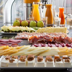 Отель NH Barcelona Diagonal Center Испания, Барселона - 14 отзывов об отеле, цены и фото номеров - забронировать отель NH Barcelona Diagonal Center онлайн питание фото 3