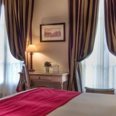 Отель Best Western Premier Trocadero La Tour Париж сейф в номере