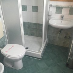 Отель Miami Hotel Италия, Риччоне - отзывы, цены и фото номеров - забронировать отель Miami Hotel онлайн ванная