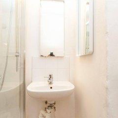 Отель Apartdirect Gamla Stan Стокгольм ванная