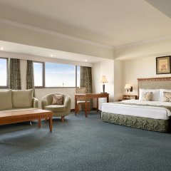 Отель Рамада Ташкент комната для гостей