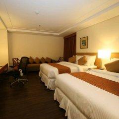 Отель Makati Crown Regency Hotel Филиппины, Макати - отзывы, цены и фото номеров - забронировать отель Makati Crown Regency Hotel онлайн комната для гостей фото 2