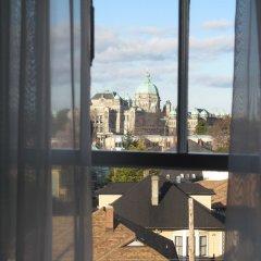 Отель James Bay Inn Hotel, Suites & Cottage Канада, Виктория - отзывы, цены и фото номеров - забронировать отель James Bay Inn Hotel, Suites & Cottage онлайн балкон