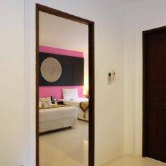 Отель Nai Yang Beach Resort & Spa сейф в номере
