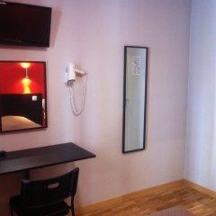 Отель Hipotel Paris Belleville Pyrenees Париж удобства в номере