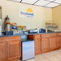 Отель Days Inn by Wyndham Great Bend США, Хойзингтон - отзывы, цены и фото номеров - забронировать отель Days Inn by Wyndham Great Bend онлайн питание фото 2
