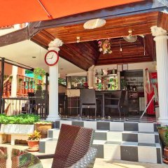 Отель Phratamnak Inn гостиничный бар