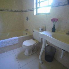 Отель Milbrooks Resort Ямайка, Монтего-Бей - отзывы, цены и фото номеров - забронировать отель Milbrooks Resort онлайн ванная