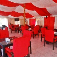 Отель Caravan Resort гостиничный бар
