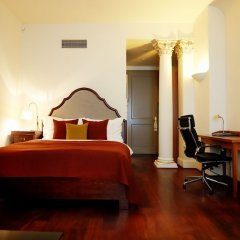 Iron Gate Hotel and Suites сейф в номере