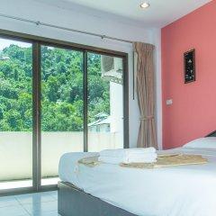 Отель Patong Bay Guesthouse комната для гостей