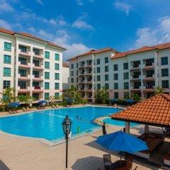 Отель Diamond Westlake Suites Ханой бассейн