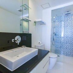 Отель Oakwood Residence Sukhumvit 24 Бангкок ванная
