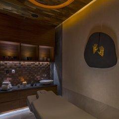 Отель Solaz A Luxury Collection сейф в номере
