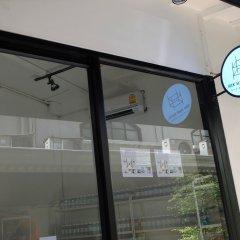 Seek Sleep Hostel Бангкок сейф в номере