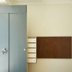 Апартаменты Portugal Ways Santos Azulejos Apartments сейф в номере