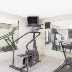 Отель Rodeway Inn Effingham фитнесс-зал