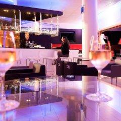 Отель Novotel Zurich City-West Швейцария, Цюрих - 9 отзывов об отеле, цены и фото номеров - забронировать отель Novotel Zurich City-West онлайн гостиничный бар