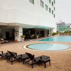 Отель Evergreen Laurel Hotel Penang Малайзия, Пенанг - отзывы, цены и фото номеров - забронировать отель Evergreen Laurel Hotel Penang онлайн бассейн