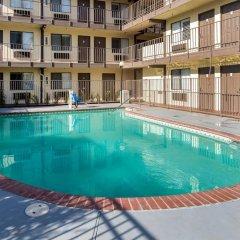 Отель Red Roof Inn Tulare - Downtown/Fairgrounds бассейн фото 3