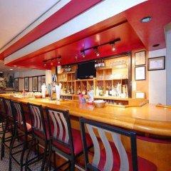 Отель Red Lion Hotel Arlington Rosslyn Iwo Jima США, Арлингтон - отзывы, цены и фото номеров - забронировать отель Red Lion Hotel Arlington Rosslyn Iwo Jima онлайн гостиничный бар
