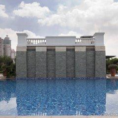 Отель Holiday Inn Shifu Гуанчжоу бассейн
