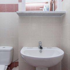 Отель Holiday Beach Resort Греция, Остров Санторини - отзывы, цены и фото номеров - забронировать отель Holiday Beach Resort онлайн ванная фото 2