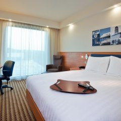 Отель Hampton by Hilton Luton Airport комната для гостей фото 4