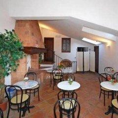 Отель A La Casa Dei Potenti Италия, Сан-Джиминьяно - отзывы, цены и фото номеров - забронировать отель A La Casa Dei Potenti онлайн гостиничный бар