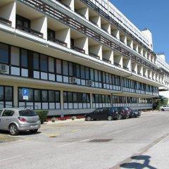 Hotel I парковка