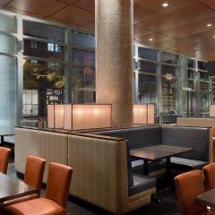 Отель Embassy Suites Montréal by Hilton Канада, Монреаль - отзывы, цены и фото номеров - забронировать отель Embassy Suites Montréal by Hilton онлайн гостиничный бар